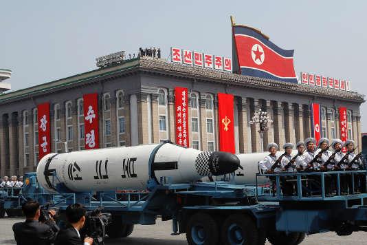 Des véhicules transportant des missiles lors du jour du Soleil, qui célèbre le 105e anniversaire de la naissance du fondateur du régime communiste dynastique, Kim Il-sung, grand-père de l'actuel dirigeant, Kim Jong-un.