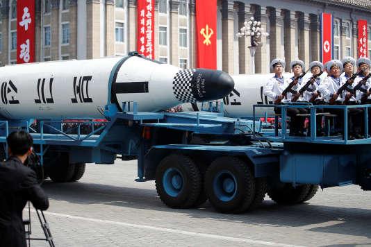 Des missiles Pukkuksong lors de la parade militaire du 105e anniversaire de la naissance de Kim Il-sung, à Pyongyang, le 15 avril.