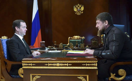 Dmitri Medvedev, premier ministre russe, et Ramzan Kadyrov, président de la Tchétchènie, le 30 mars. Le dirigeant tchétchène fait régner la terreur dans cette république du Caucase russe.