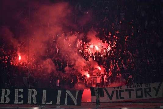 Des fumigènes ont été allumés pendant le match dans les tribunes du Parc Olympique lyonnais, le 13 avril.