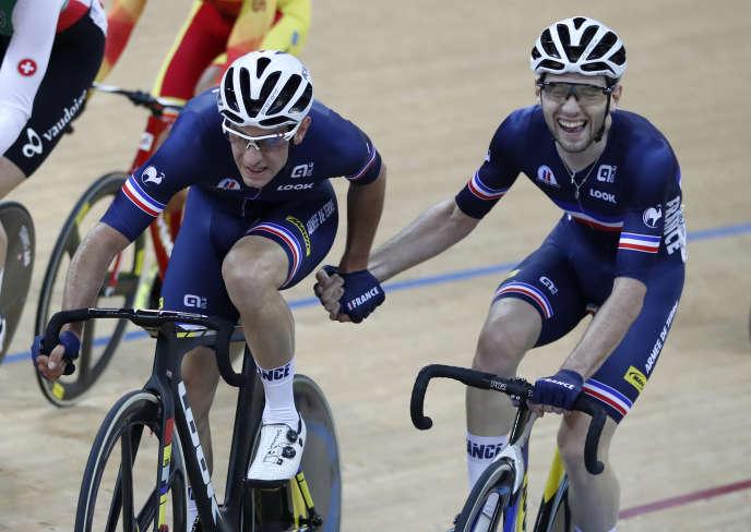 Morgan Kneisky et Benjamin Thomas à la fin de leur course victorieuse, dimanche 16 avril 2017.