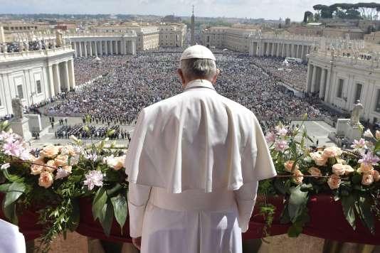« Que Dieu soutienne tout particulièrement les efforts de ceux qui s'activent pour soigner et réconforter la population civile de Syrie », a lancé le pape François.