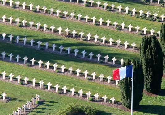 Vue aérienne du cimetière de Soupir, où sont enterrés plus de 7800 soldats tués au Chemin des Dames.