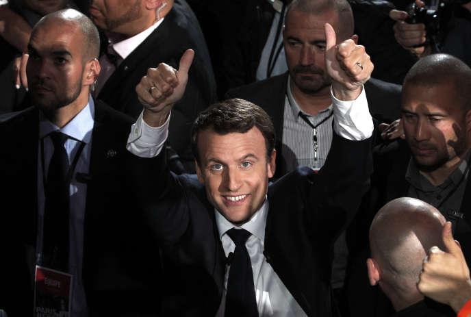 «La fin des « castes administratives », comme les nommait le candidat Macron, n'est donc plus à l'agenda» (Photo: Emmanuel Macron, le 17 avril 2017 à Paris, une semaine avant le premier tour de la présidentielle).
