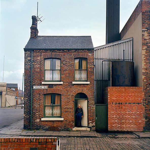 Eric Massheder. Samedi 8 mars 1975.Vulcan Street, Leeds. Voici la maison d'Eric, attenante à la raffinerie de graisse où il travaille depuis vingt et un ans.