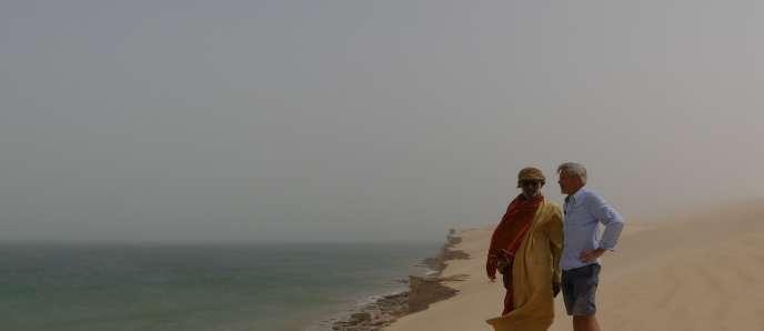 Gauthier Toulemonde et son guide Ahmed Al Marrooqi, spécialiste des déserts de la région.