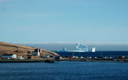 Un iceberg passe au large de Ferryland.