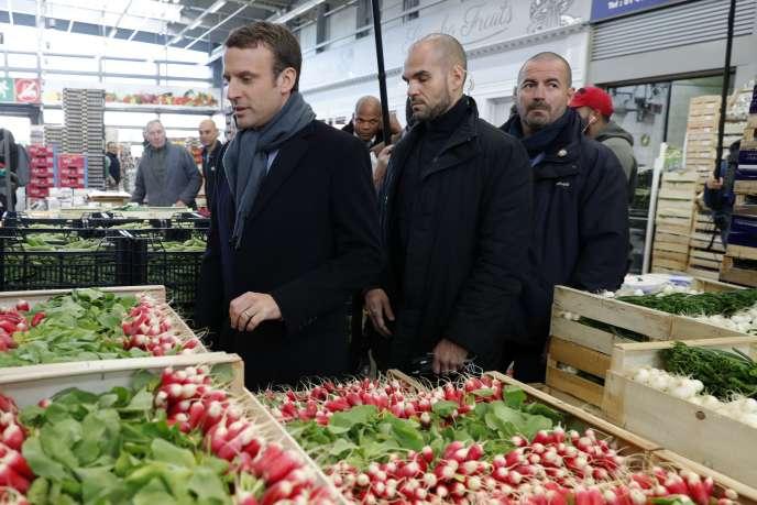 Emmanuel Macron à Rungis, le 18 avril.