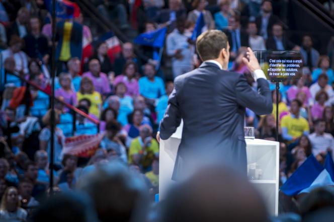 «Il faut être lucide sur notre situation collective. Les extrémistes ont le vent en poupe et l'on peut aisément comprendre pourquoi» (Photo: Emmanuel Macron, candidat du mouvement En Marche!, participe à un meeting de campagne à l'Accor Arena de Bercy à Paris, le 17 avril 2017).