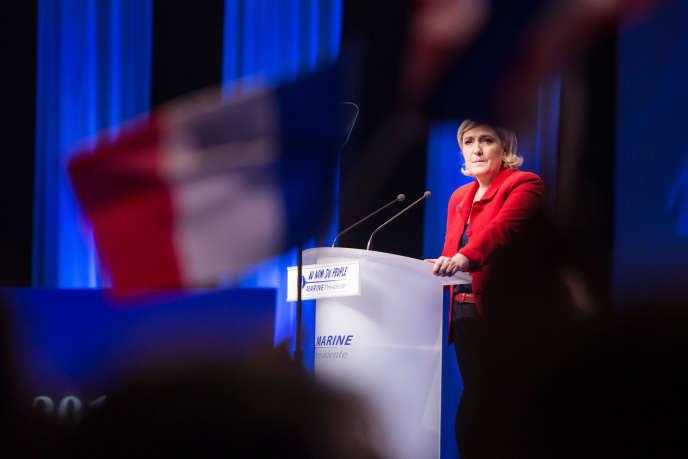 Marine Le Pen en meeting au Zenith de Paris, le 17 avril.
