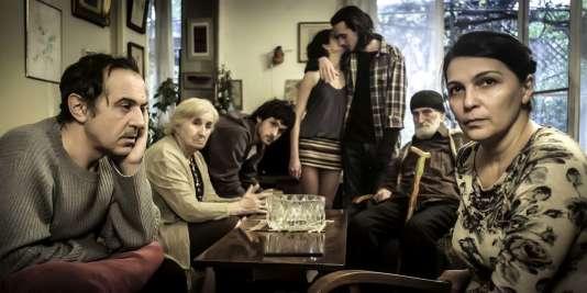 Si vous renoncez à rattacher votre enfant, vous pouvez déduire l'aide que vous lui avez apporté dans la limite de 5738euros – une scène extraite du film géorgien et allemand de Nana Ekvtimishvili et Simon Gross, « Une famille heureuse » (« Chemi Bednieri Ojakhi »), sorti en salles mercredi10mai2017.