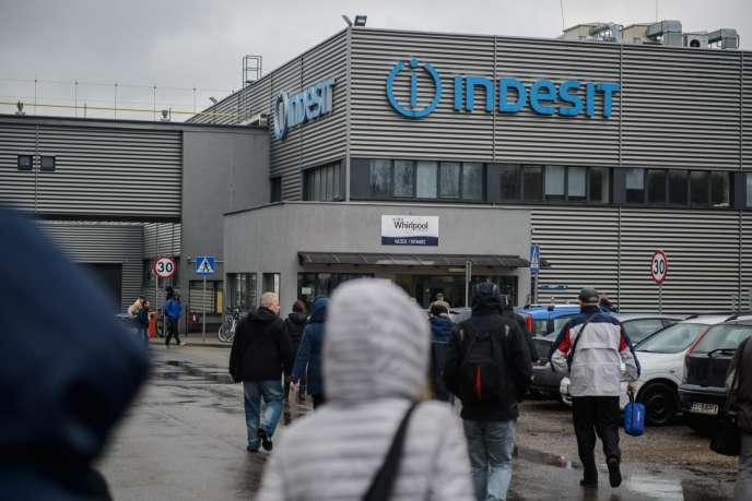 A Lodz, devant l'usine Whirlpool (anciennement Indesit), le 12 avril.