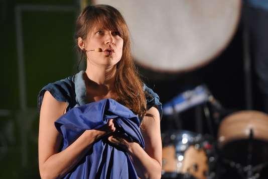 La chanteuse Camille en concert au 41e Printemps de Bourges, le 19 avril 2017.