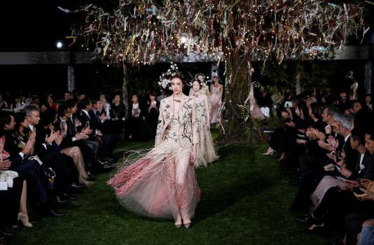 Lors du défilé printemps-été 2017 de Christian Dior haute couture.
