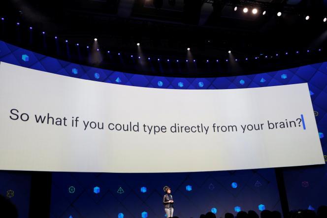 « Et si vous pouviez taper directement depuis votre cerveau ? » Regina Dugan, vice-présidente chargée de l'ingénierie, durant la conférence F8 de Facebook, le 19 avril.