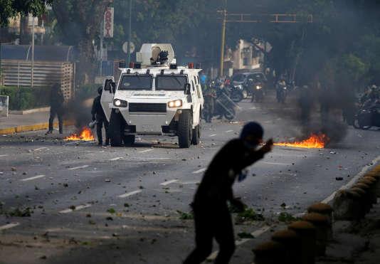 Le président Maduro dénonce un «coup d'Etat» organisé par Washington.