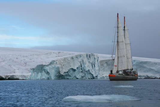 La goélette« Tara» dans l'archipel François-Joseph, dans le nord de la Russie, en janvier 2013.