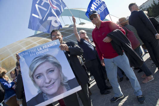 Des supporteurs de Marine Le Pen lors de son meeting à Marseille, le 19 avril 2017.