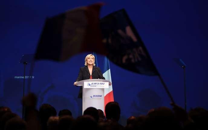 «Il est pénible de constater qu'au prétexte de défendre la nation, une candidate à la présidence de la République soit capable d'en mutiler l'identité morale. Et il est plus pénible encore d'imaginer que demain, sous sa conduite, le pays pourrait renouer avec les temps les plus sombres de son histoire. » (Photo : Marine Le Pen delivers lors d'un meeting de campagne à Marseille (Bouches-du-Rhône), le mercredi 19 avril).