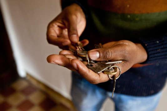 Mérhawi, le jour de l'état des lieux et de la remise des clés de son futur appartement dans le 6e arrondissement de Lyon.