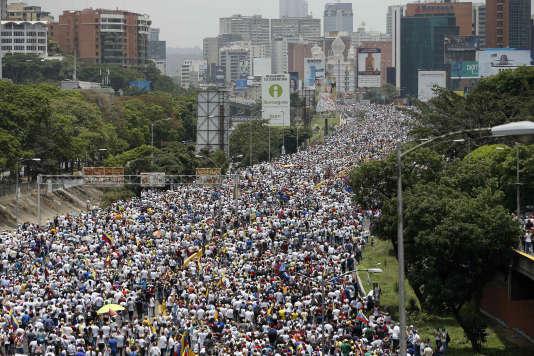 « La mère de toutes les manifestations», ainsi surnommée par l'opposition, a eu lieu le jour de l'anniversaire de l'indépendance du Venezuela.