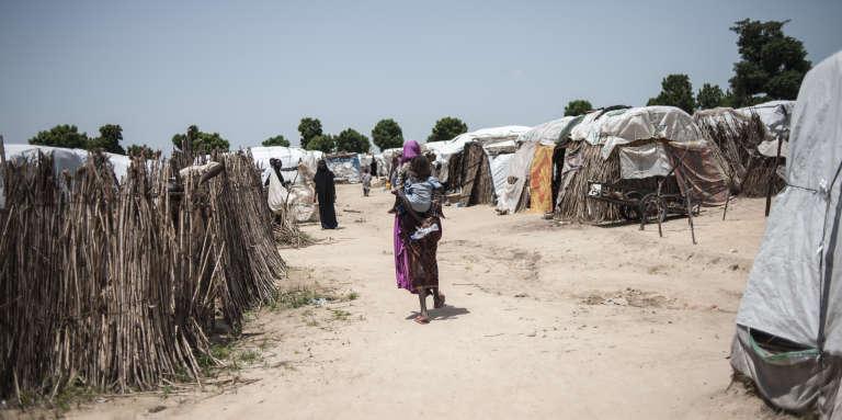 Une femme et son enfant dans le camp de déplacés de Muna, dans l'Etat de Borno au Nigeria, le 15 septembre 2016.