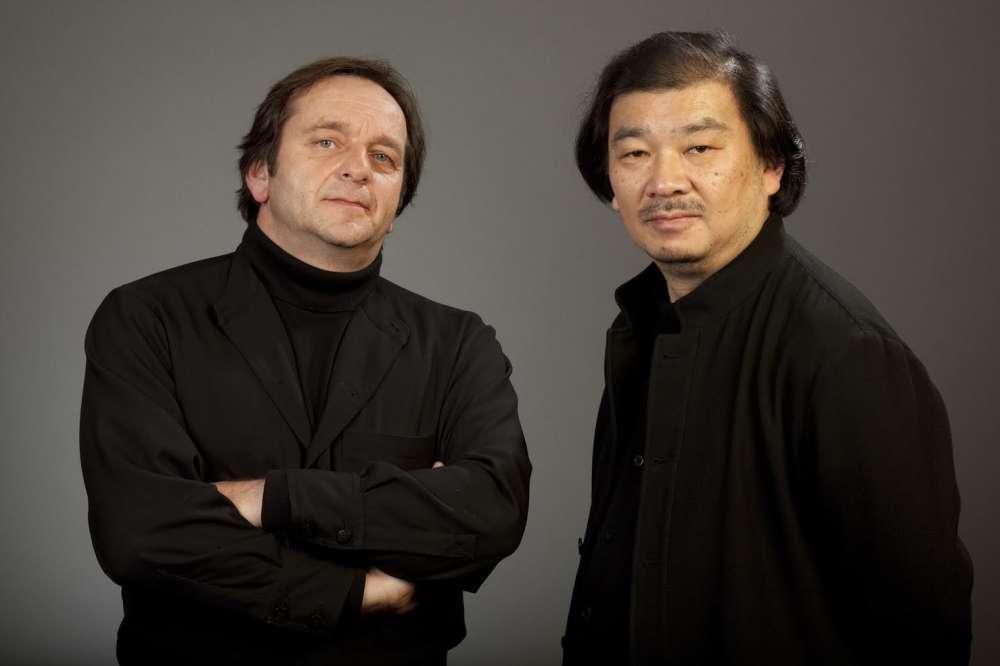 Pensée par l'architecte japonais Shigeru Ban (lauréat du prix Pritzker en 2014), associé à Jean de Gastines, avec qui il a réalisé en 2009 le Centre Pompidou-Metz, La Seine musicale possède en outre cinq studios d'enregistrement et de répétition ultramodernes.