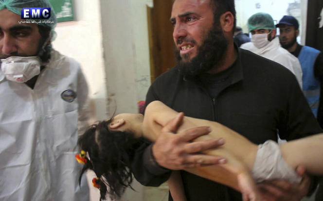 Photo fournie par Edlib Media Center, un groupe d'opposition au régime syrien, après l'attaque de Khan Cheikhoun, le 4 avril.