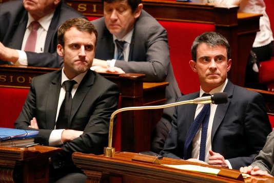 Emmanuel Macron et Manuel Valls, à l'Assemblée, en février 2015.