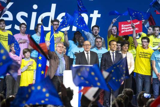 Daniel Cohn-Bendit, Jean-Yves Le Drian (ministre de l'économie), et Emmanuel Macron, le 19 avril.