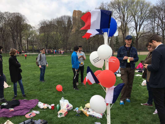 Samedi 15 avril, les marcheurs sur la pelouse de Central Park, en plein de New York.