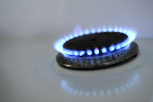 Depuis l'ouverture du marché de l'énergie à la concurrence, les 10,6 millions de consommateurs français abonnés au gaz ont le choix entre les tarifs réglementés de l'ancien monopole et les prix du marché.