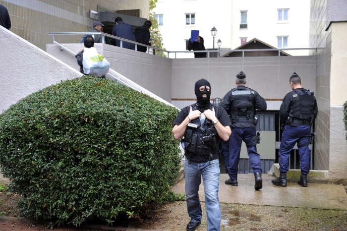 Des policiers, le 10 octobre 2012 à Torcy.