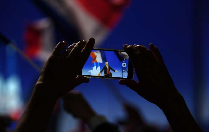 Ces dernières années, les nouvelles technologies numériques ont pris une place importante dans la vie quotidienne, induisant de nouveaux enjeux politiques et sociétaux.