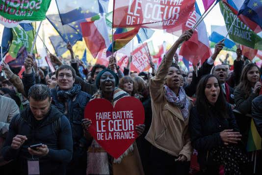 Lors du meeting de Benoit Hamon place de la République, à Paris, le 19 avril.