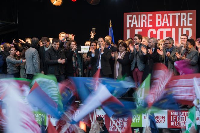 Le meeting de Benoît Hamon place de la République à Paris, le 19 avril.