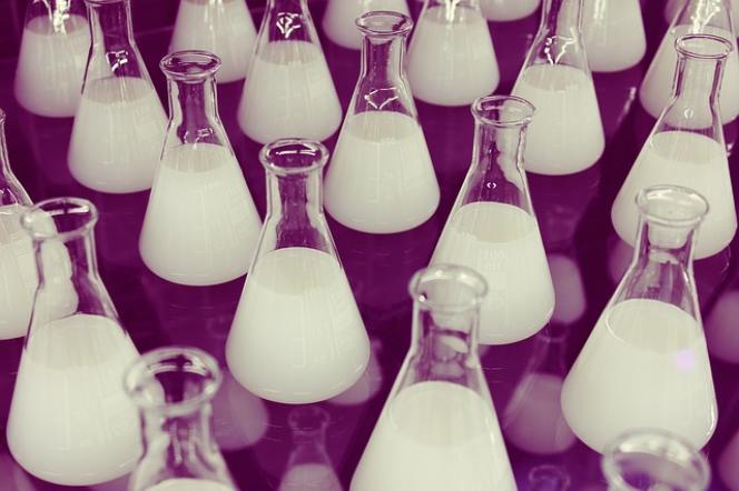 «L'apport des connaissances nouvelles, des plus fondamentales aux plus appliquées, doit irriguer en permanence le système d'éducation» (Erlenmeyer Laboratory Chemistry Science Flasks).