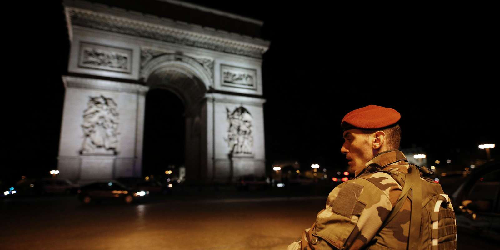 A soldier stand guards near the Arc de Triomphe after a shooting at the Champs Elysees in Paris on April 20, 2017. One police officer was killed and another wounded today in a shooting on Paris's Champs Elysees, police said just days ahead of France's presidential election. France's interior ministry said the attacker was killed in the incident on the world famous boulevard that is popular with tourists. / AFP / Benjamin Cremel