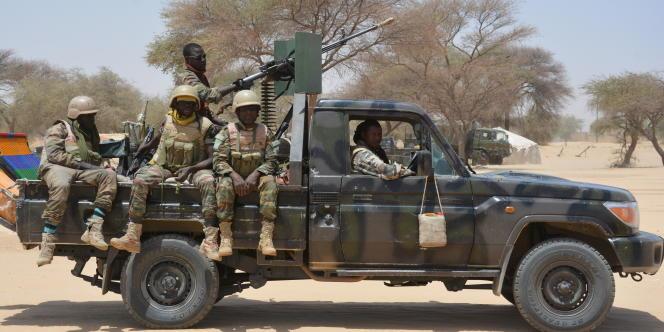 L'un des 4 x 4 patrouillant le long de la frontière nigéro-nigériane, au Niger en mars 2017.