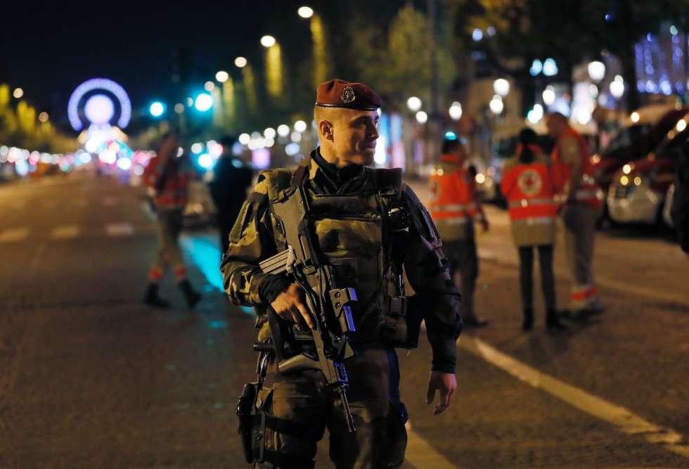 L'attaque, que le président François Hollande a ensuite qualifiée d'acte «terroriste»,a eu lieu vers 21 heures.