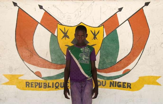 Devant les armes du Niger, à Diffa, en juin 2016.