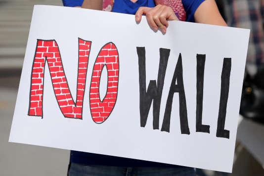 Manifestation anti mur frontalier à San Diego, le 21 avril.