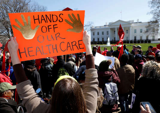 Manifestation contre le projet d'abrogation de la loi dite « Obamacare» sur l'assurance-santé, le 23 mars à Washington.