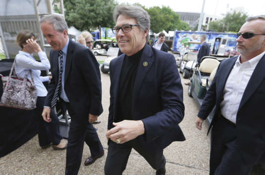 Rick Perry, au centre, a célébré le Earth Day à  Dallas, vendredi 21 avril.
