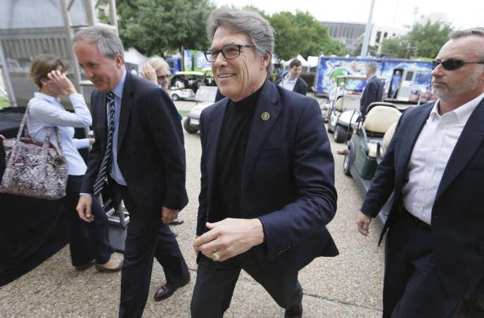 Rick Perry, au centre, a célébré le Earth Day à Dallas, vendredi 21 avril.