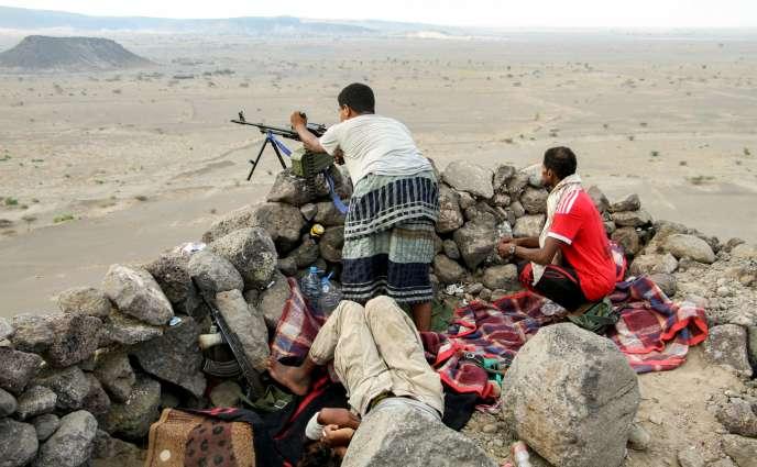 «19 millions de personnes ont besoin d'aide humanitaire au Yémen» (Photo: combattants des forces loyalistes soutenues par l'Arabie saoudite, le 20 avril, à Taiz).