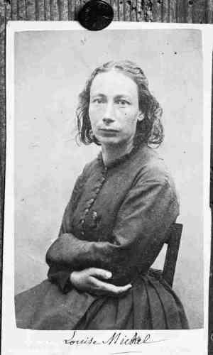 « En 1871, cette institutrice devenue oratrice, infirmière et combattante, est l'une des figures de la Commune de Paris. Arrêtée et jugée, elle est condamnée à la déportation en Nouvelle-Calédonie, où elle s'intéresse à la culture kanake. Elle ne rentre en France qu'après l'amnistie de 1880.»