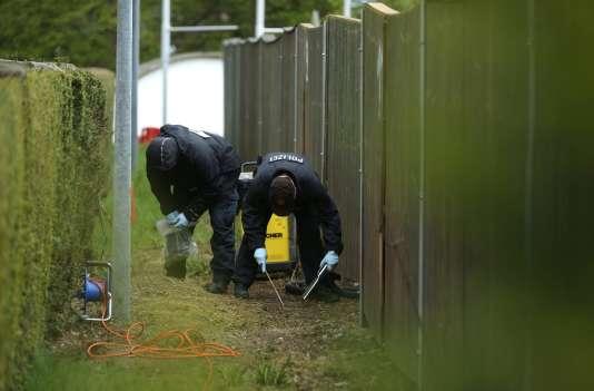 Les enquêteurs cherchent des éléments sur les lieux de l'attaque du bus de l'équipe de Dortmund le 18 avril.