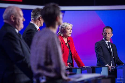 Jeudi 20 avril 2017, les 11 candidats passaient chacun les uns après les autres dans l'Emission politique sur France 2. Ils ont eu 15 minutes pour expliquer leur programme. Marine Le Pen pendant sa conclusion.