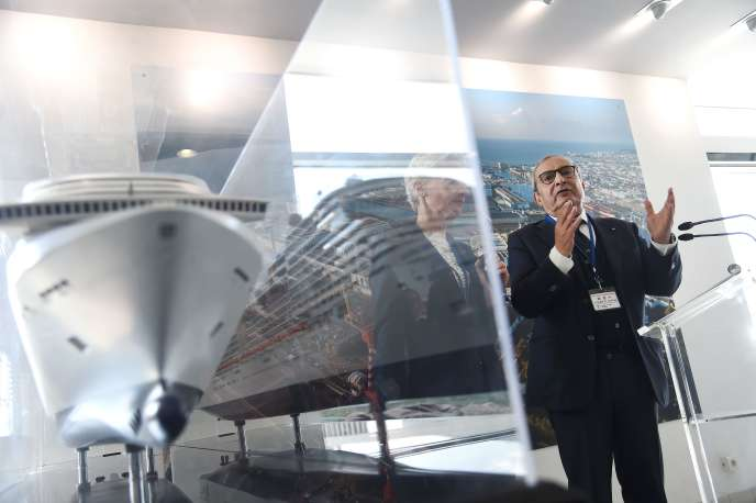 Giuseppe Bono, le patron du groupe italien Fincantieri, aux chantiers STX de Saint-Nazaire (Loire-Atlantique), le 19 avril.
